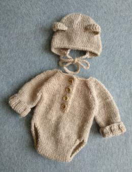 Long-sleeve bodysuit and bear hat for baby photo shoot
