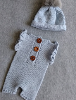 Sleepsuit with short sleeves and hat with pom pom for reborn baby